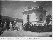 El Presidente Dominicano Horacio Vasquez y Su Comitiva Visitan la Tumba de Petion y Dessalines, como parte de su visita Oficial A territorio haitiano En agosto del 1927. Puerto Principe, Haiti AGN