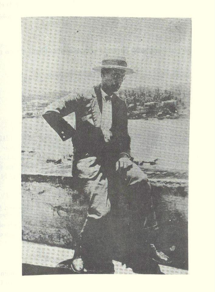En el 1903, el ingeniero italiano Alfredo Scaroina Montuori, constructor entre otras obras del edificio del antiguo mercado público de esta ciudad y persona amante del deporte, fundo el Sport Club, con la intención de aglutinar el desbordamiento movimiento deportivo de La Vega. Dentro de sus actividades se incluían béisbol, gimnasia, esgrima.  Fuente : La vega History