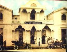 En la Vega frente al parque Duarte. La Gioconda, (CAFE LA GIOCONDA) Decada del 20 Fuente : La Vega History