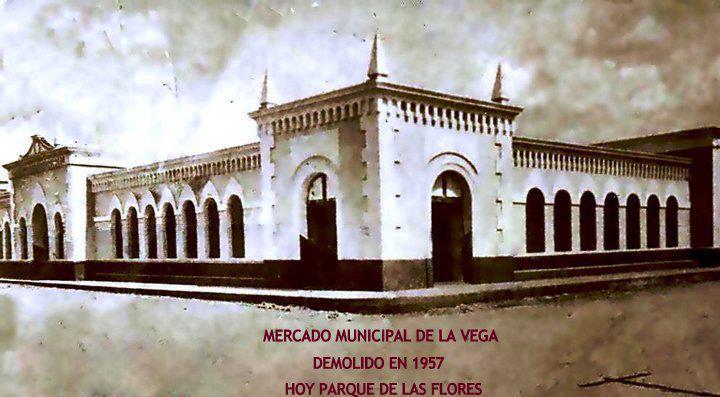 Mercado Municipal de La Vega. Construido por el Arquitecto Italiano Alfredi J. Scoraina Motuori a principios del siglo 20 Estaba ubicado donde esta hoy el Parque de las Flores , en el centro del Comercio de La Vega. Demolido en el 1957