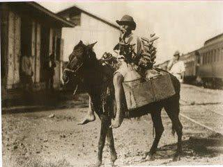 Niño marchante, proximo a la via del tren. La Vega , Republica Dominicana. 1915