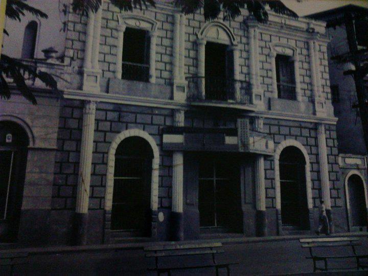 Teatro La Progresista La vega, Republica Dominicana Diseño de el Ing. Zoilo Hermógenez García, El Teatro se inauguro el 5 de Agosto de 1910.