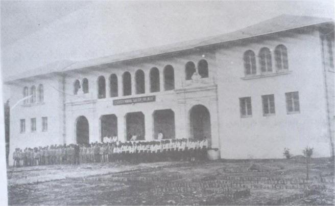 Universidad Nacional Pedro Henriqez Urena (UNPHU) Extencion La Vega Edificacion construida en el año 1928, siendo en la época de Trujillo el Liceo Doctor Trujillo, al ser ajusticiado pasa a ser el liceo don Pepe Alvarez, se inaugura como recinto universitario el 7 de marzo de 1973, funciona como extensión de la sede principal de Sto. Dgo.