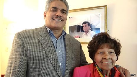 Gustavo Paredes y su madre, Providencia.