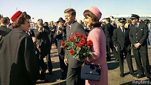 Jacqueline Kennedy con el vestido rosa que terminaría embadurnado de sangre.