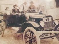 Primer Vehiculo que llegó a la Ciudad de Salcedo, Republica Dominicana, en 1920. Su Dueño Pedro Gonzalez Pantaleon, La dama de la izquierda en la foto es su hija la Señorita Juana Gonzalez Pantaleon. Fuente de la imagen y la Informacion : Adelina Celeste Gonzalez Pantaleón.
