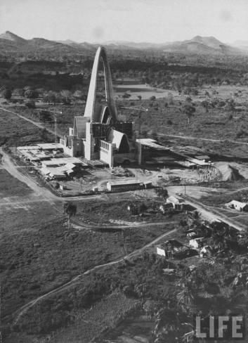 Basilica De Higuey en construccion. Higuey, Republica Dominicana. Imagen de la decada del 70 Fuente : Revista LIFE