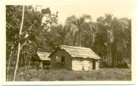 Vivienda Rural, Barahona ,Republica Dominicana Decada del 40 Fuente : Imagen cortesia de la Sra. Margarita Cataldi para Imagenes de Nuestra Historia.