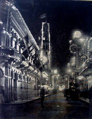 Calle El Conde de Fiesta. Navidad del 1935 Santo Domingo , Republica Dominicana Fuente : Revista Bahoruco Número 278, 1935 Imagen cortesia de Virgilio Hoepelman