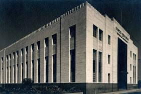 Edificio de La antigua sede Principal del Banco de Reservas de la republica Dominicana. C/Isabel la Católica, Sto. Dgo. Diseño de Alexander Aaron. 1954 Imagen de finales del 50 Fuente : AGN