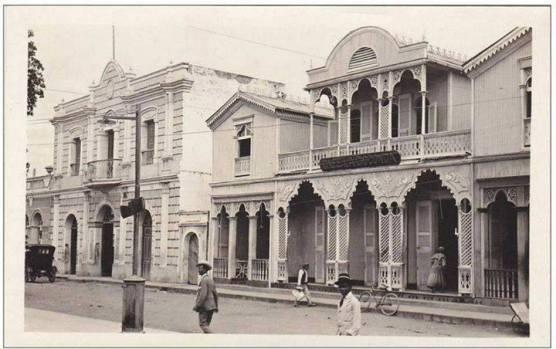 Cafe La Gioconda y Teatro La Progresista. La Vega , Republica Dominicana. 1929 Fuente : Externa